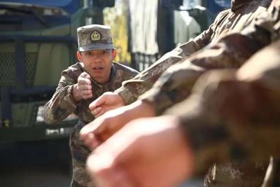 驻港部队退伍兵,二次入伍到新疆