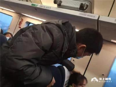 暖心!突遇乘客被旅行箱砸伤 荆州医生紧急救助