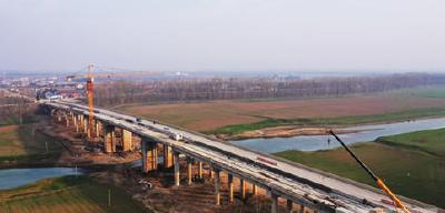 荆州区万城大桥右半幅预计明年1月底通车