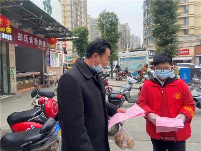 社区小志愿者宣传防疫知识