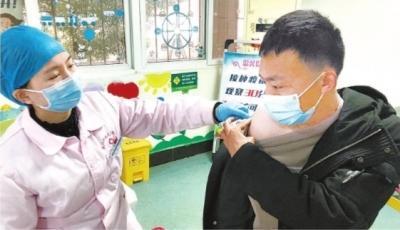 """武汉已有60余万人接种新冠疫苗 专家:符合接种条件者""""尽快打"""""""