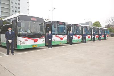 武汉开通今年首批16条微循环公交 无缝对接8条地铁线路