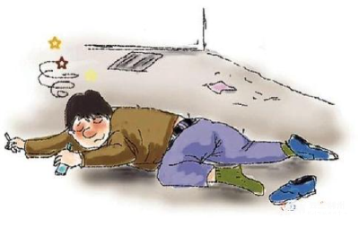 """荆州:两男子喝""""高""""了马路中拦车被撞 谁之过?"""