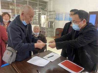 我为群众办实事   荆州区法院向集资诈骗案受害人发放追缴赃款21.5万元