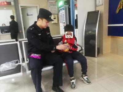 """文旅区民警救助走失儿童 暖心""""小事""""彰显爱民情"""