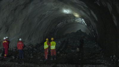 郑万高铁兴山段隧道全线贯通 预计2022年上半年通车