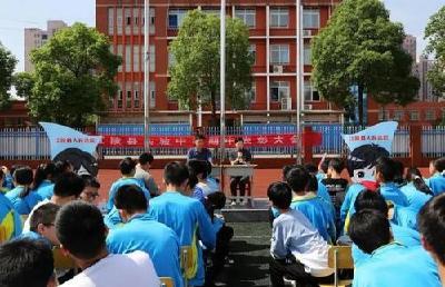 以法之名守护少年成长,江陵县人民法院送法进校园