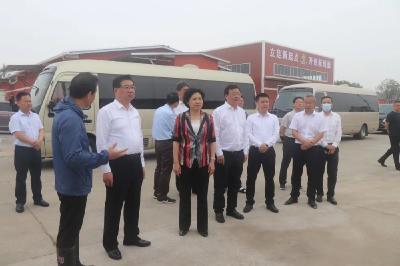 湖北省副省长柯俊、荆州市市长周志红视察监利供销小龙虾冷链物流示范园