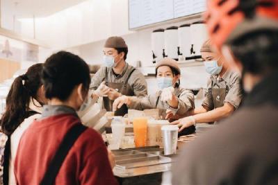 爱喝奶茶的年轻人 催生千亿级茶饮市场