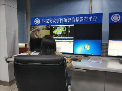 雷暴大风来荆州 今明仍有强降雨天气