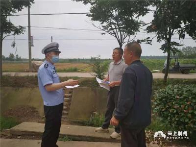 全民反诈全民禁毒 荆州交警入户宣传
