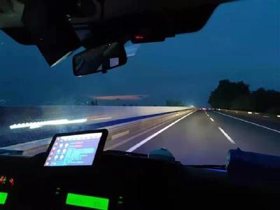 高速回汉途中赶赴现场 18台急救车紧急救援