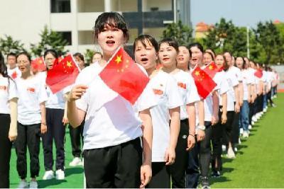 """江陵县两千党员干部群众 """"唱支山歌给党听"""""""