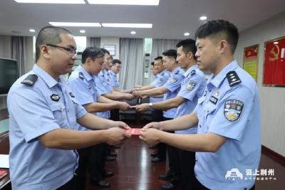 纪南文旅公安开展新党员入党宣誓活动