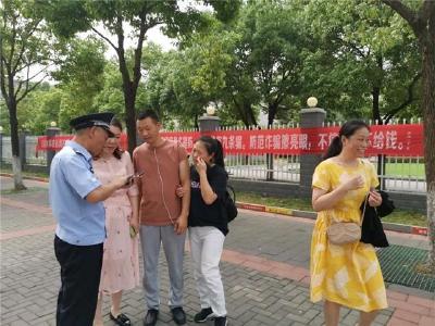 荆州一民警得知母亲去世仍坚守岗位,直到中考结束才回家治丧