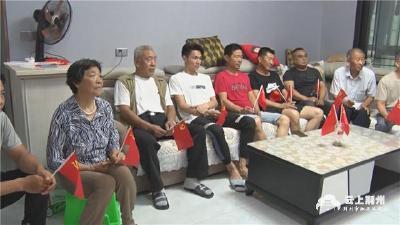 洪湖上岸渔民集中观看庆祝中国共产党成立100周年大会