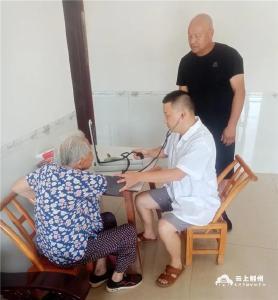 97岁荆州老人主动接种新冠疫苗 共筑免疫长城