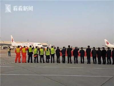 武汉解封首日:5.5万人乘火车离汉,首飞乘务员哽咽播报
