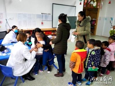 潘家湾卫生院为幼儿园小朋友免费体检