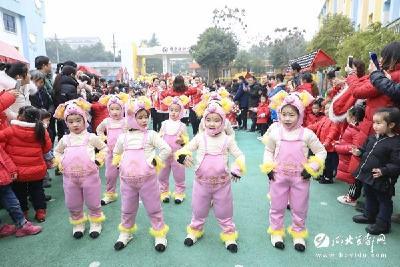 热闹!幼儿园里逛庙会 传统文化迎新年