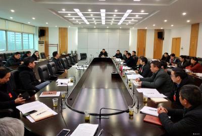 市八届人大五次会议继续分代表团审查讨论