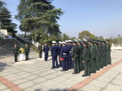 市消防救援大队开展清明烈士陵园祭扫活动