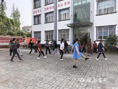 文化馆小分队进乡村  舞蹈辅导面对面