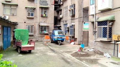 【创卫在行动】东风社区:整治垃圾存放点 告别脏乱差