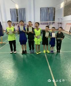 宜都小运动员在宜昌市羽毛球赛中获佳绩