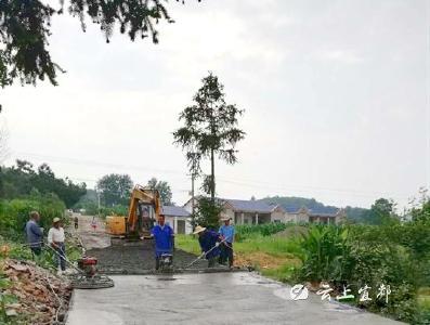 松木坪村:农村公路提档升级工程有序推进