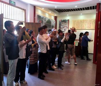 拖溪村:胡敌纪念馆迎来藏族朋友