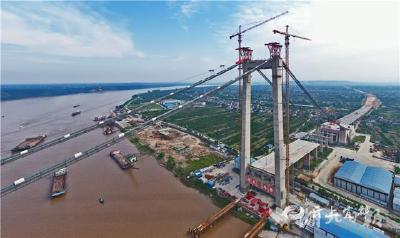 【湖北日报】白洋长江公路大桥转入吊索安装施工