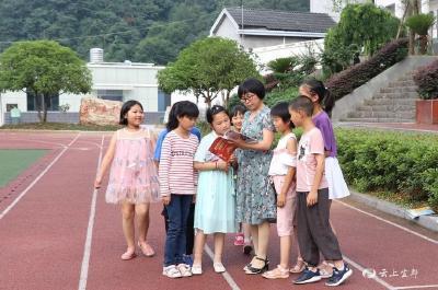 扎根乡村30载,三尺讲台写青春, 她被评为湖北省农村先进教育工作者!