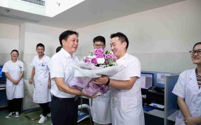 罗联峰勉励全市医务工作者:牢记医者初心使命 做生命和健康的守护者