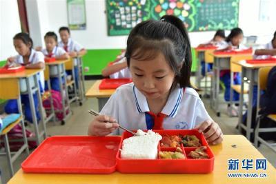 总书记关心的百姓身边事   一蔬一饭都是爱——3700万农村娃的营养餐故事