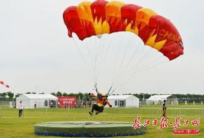 武汉军运会厉行节俭办赛:活动板房当临时办公用房,能租借的设施绝不花钱买