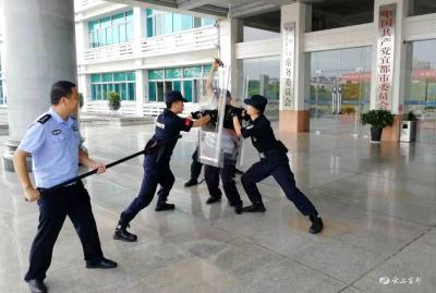 市机关事务服务中心开展应急反恐演练