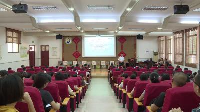清华大学著名教授张学政为全市教师代表做精彩演讲