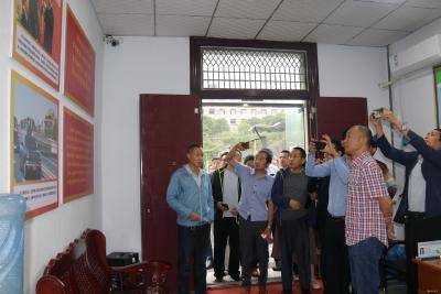 五峰土家族自治县考察组来聂家河镇考察退役军人服务站工作