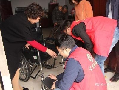 【不忘初心 牢记使命】 爱心轮椅送上门 精准帮扶暖人心