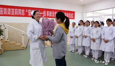 """坚守临床一线37年 护士退休仪式颁出""""临床奉献奖"""""""