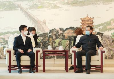 在这个非常时期,应勇会见了韩国、法国驻汉总领事