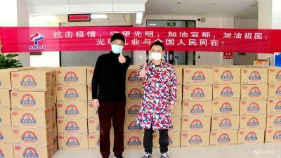 爱心人士捐赠4000多件牛奶慰问疫情防控人员