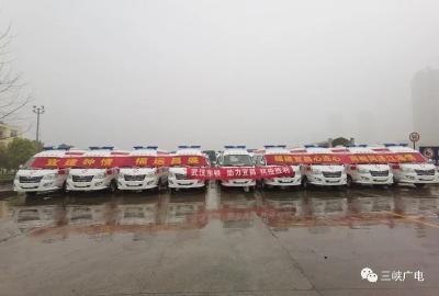 刚刚,福建捐赠的100辆救护车在宜交车!