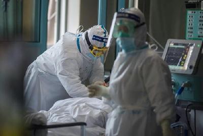 法医刘良:解剖发现新冠患者的肺比正常肺更韧,像肝脏
