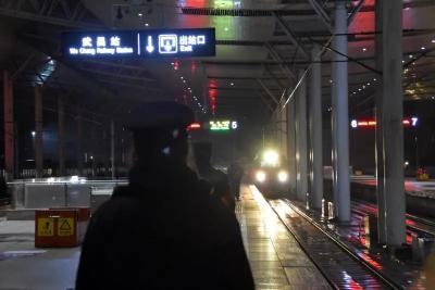 今天凌晨,K81次列车抵达武汉!