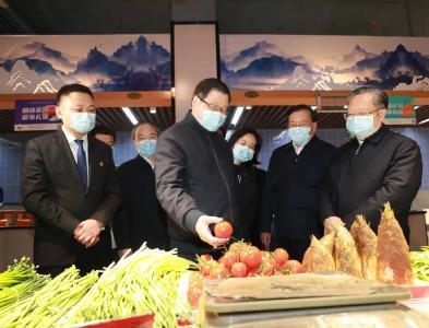 为了推进这件事,省委书记省长参加农贸市场环境消杀