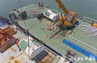 【湖北日报】首个港口和船舶污染物接收转运码头投入使用