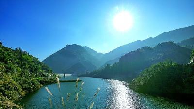 山青水秀木桥河