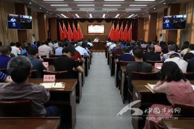 县委中心组开展第五次集中学习